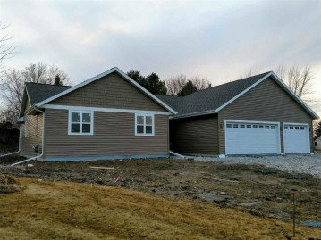 472 LEONA Way, Oakfield, WI 53065-9423