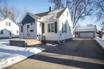 221 DARBOY Road, Combined Locks, WI 54113