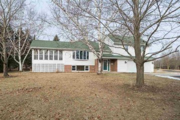 2596 OAKRIDGE Road, Clayton, WI 54956