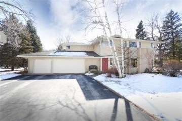 6 MEADOWBROOK Lane, Grand Chute, WI 54914
