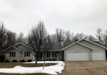 475 NIGHTINGALE Drive, Pulaski, WI 54162-9440
