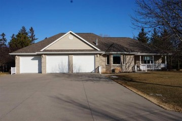 101 PARKWAY Drive, Combined Locks, WI 54113