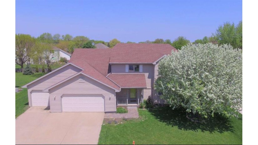 820 KENSINGTON Road Neenah, WI 54956-4900 by First Weber, Inc. $297,900