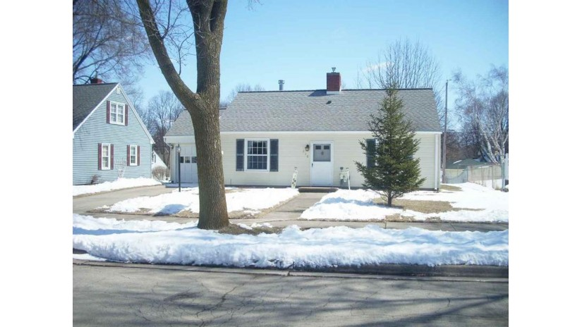 710 ROYAL Boulevard Green Bay, WI 54303 by Todd Wiese Homeselling System, Inc. $108,900