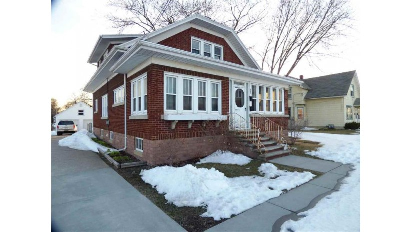 985 VELP Avenue Green Bay, WI 54303-3879 by GoJimmer Real Estate $119,900