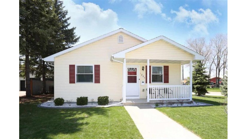 1203 MAPLE Street Neenah, WI 54956 by Coldwell Banker The Real Estate Group $155,000