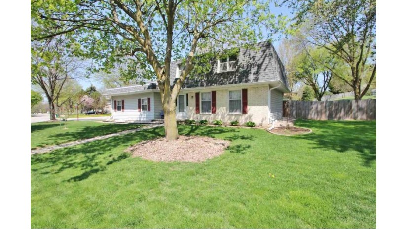 2735 SHERRY Lane Green Bay, WI 54302-5147 by Resource One Realty, LLC $189,900