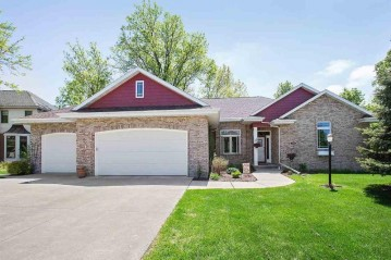 136 OMBRE ROSE Drive, Combined Locks, WI 54113-1251