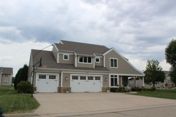 2450 MAPLE GROVE Drive, Neenah, WI 54956
