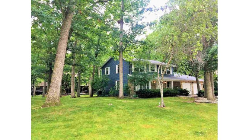 2850 N FOX RUN Circle Green Bay, WI 54302 by Coldwell Banker Real Estate Group $179,900