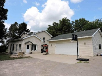 1132 WILLOW Street, Omro, WI 54963