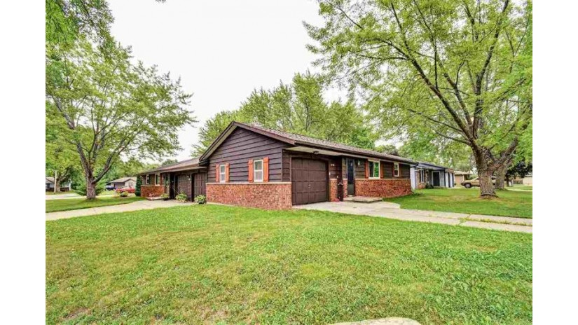 2740 WOODRUFF Court Green Bay, WI 54302-5434 by Keller Williams Green Bay $174,900