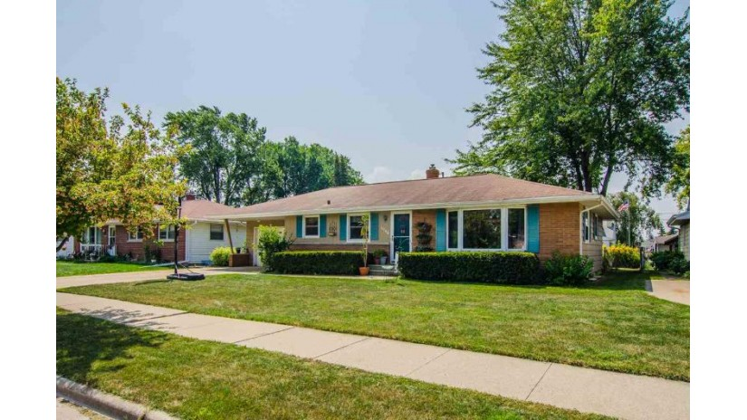 1646 FIESTA Lane Green Bay, WI 54302-2222 by Keller Williams Green Bay $135,000