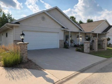 3793 N CROSSCREEK Circle, Grand Chute, WI 54913-8194