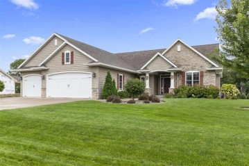 1500 WOODS EDGE Lane, Neenah, WI 54956-4594