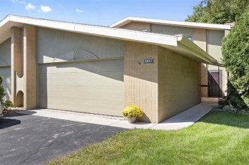 1217 S NICOLET Road, Grand Chute, WI 54914-8849