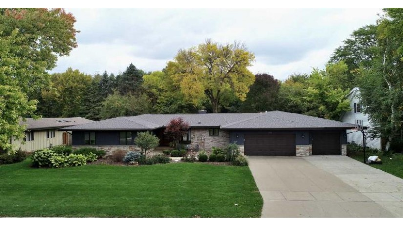 540 RIFORD Road Neenah, WI 54956 by Acre Realty, Ltd. $485,000