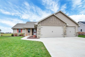 1665 RED OAK Street, Howard, WI 54313