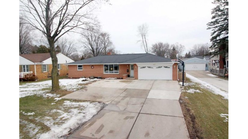 927 BELLEVUE Street Green Bay, WI 54302-2405 by Coldwell Banker The Real Estate Group $170,000