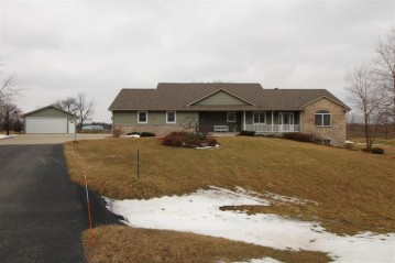 7826 S Virginia Dr, Clinton, WI 53525