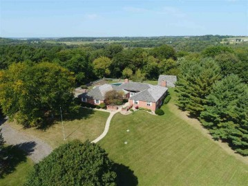 3620 Heatherstone Ridge, Windsor, WI 53590