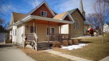 529 Newcomb St, Columbus, WI 53925