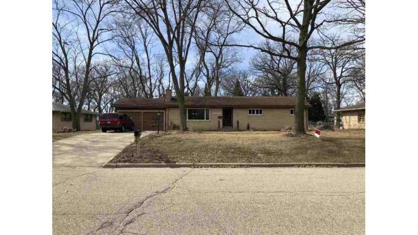 1818 Arrowhead Dr Beloit, WI 53511 by Century 21 Affiliated $165,900