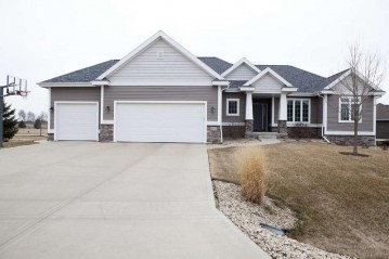 6621 Stepping Stone Cir, Windsor, WI 53590