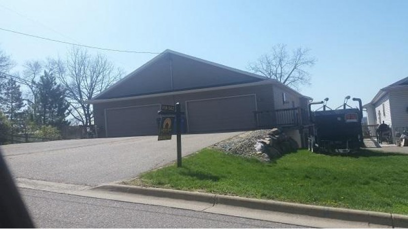 423 10th Ave Baraboo, WI 53913-0000 by Great Day Real Estate $194,900