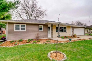 558 Crestview Dr, Waterloo, WI 53594