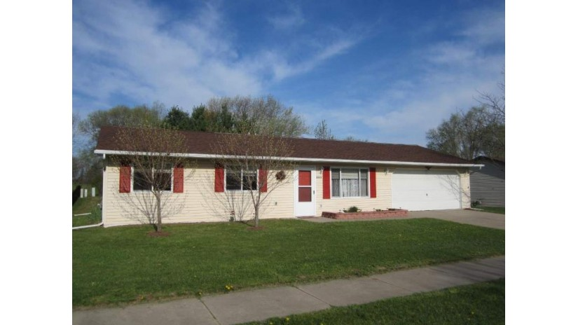 2053 Amanda Dr Reedsburg, WI 53959 by Evergreen Realty Inc $110,000