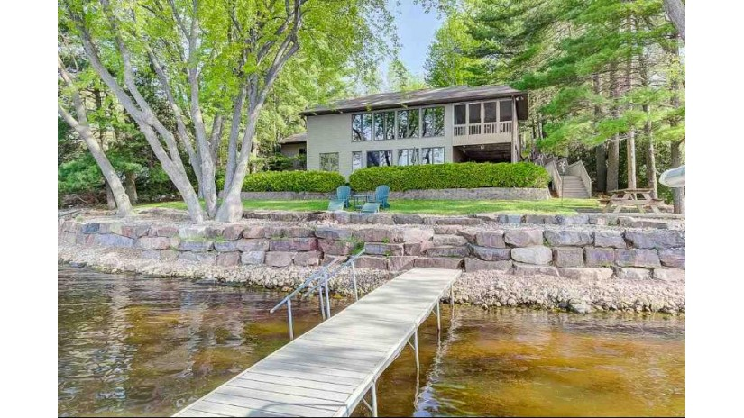 E13295 Suekay Dr Merrimac, WI 53561 by Restaino & Associates $539,000