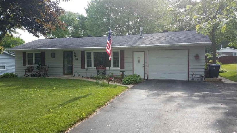 811 Dubois Dr West Baraboo, WI 53913 by First Weber Inc $174,900