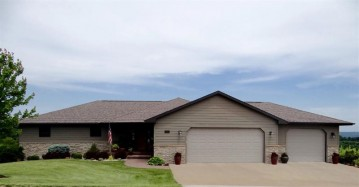 211 Natures Dr, Marquette, IA 52157