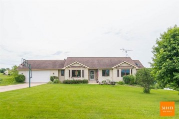 N8224 Holly Ln, Exeter, WI 53508