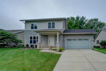 649 Autumn Wood Pky, Deerfield, WI 53531