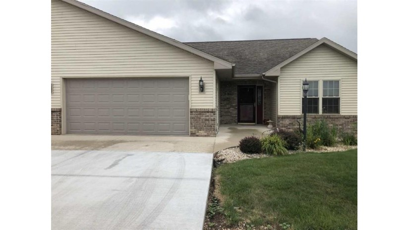 1398 Candlelight Ln Fond Du Lac, WI 54937 by Adashun Jones Inc $224,500