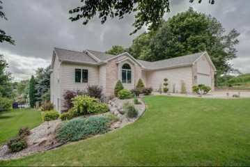 1402 Lynchburg Tr, Madison, WI 53718