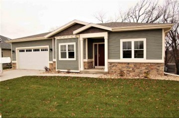6282 Summit View Dr, Fitchburg, WI 53593