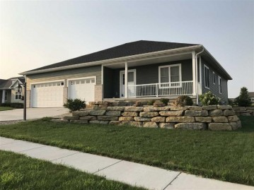 534 Vista Cir, Columbus, WI 53925