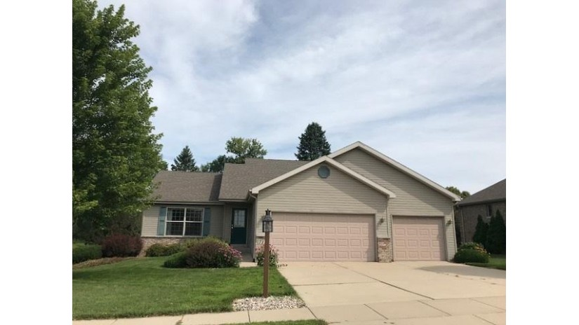 711 Avalon Rd Columbus, WI 53925 by Mandi Saucerman Real Estate $264,900