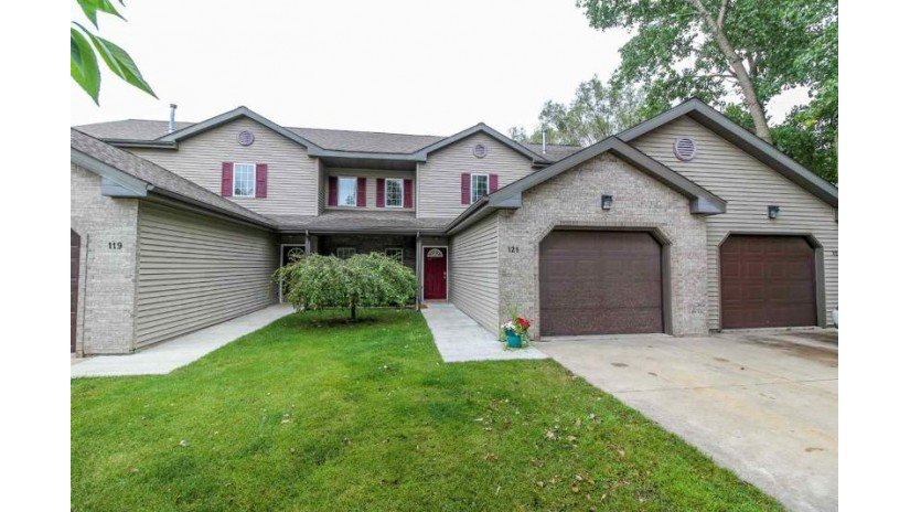 121 Waverly Dr Cambridge, WI 53523-9245 by First Weber Inc $158,900