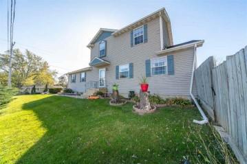 22302 118th St, Bristol, WI 53104