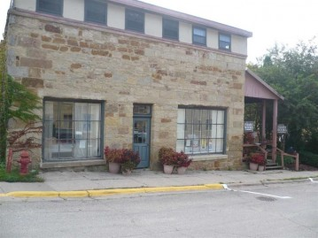 105 Commerce St, Mineral Point, WI 53565-1013