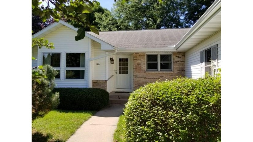 1921 Winfield Dr Reedsburg, WI 53959 by Gavin Brothers Auctioneers Llc $155,000