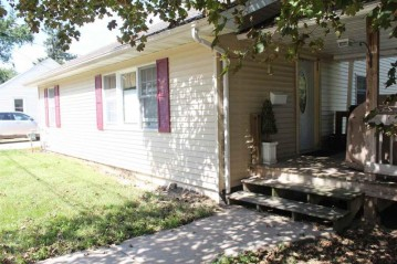 725 Pleasant St, Mineral Point, WI 53565
