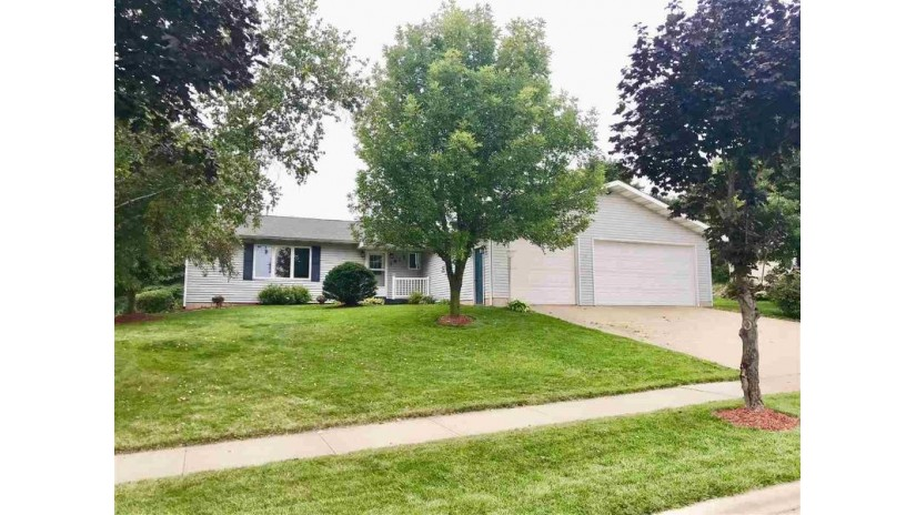 1915 Sunset Dr Reedsburg, WI 53959 by First Weber Inc $214,000