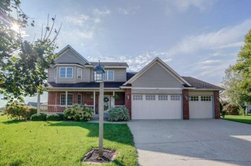 104 Highland Ct, Columbus, WI 53925