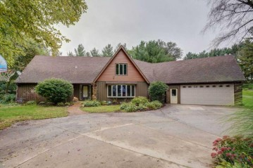 1221 S River Rd, Janesville, WI 53546