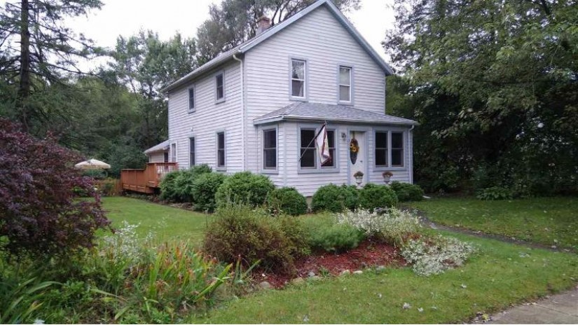 220 Elkhorn Rd Eagle, WI 53119 by Keller Williams Realty $235,000